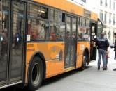LA POLIZIA IN PIAZZA CAVOUR INTERVENUTA PER LA LITE SUL BUS (FOTO PAOLO MURA)