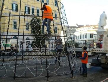 Arriva l'albero (di ferro) anche in piazza Cavour