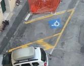 Usa pass invalidi per non pagare il parcheggio