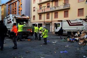 rifiuti piazza cavallotti mercato