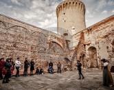 """Sabato un battello """"DiVino"""" per il tour dei fossi  Domenica visita della Fortezza in costumi d'epoca"""