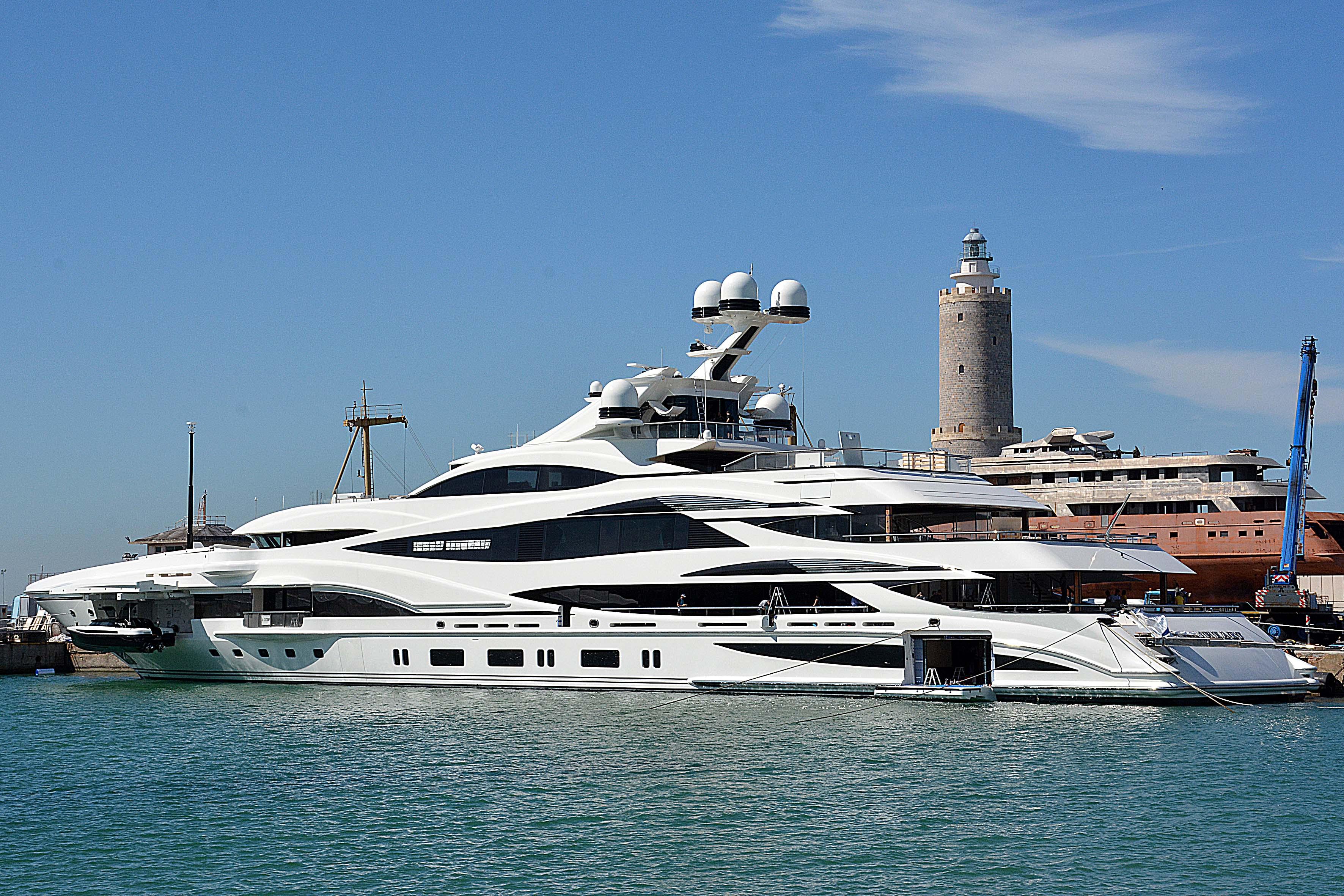 Yacht Con Elicottero Prezzo : In porto maxi yacht da mt quilivorno