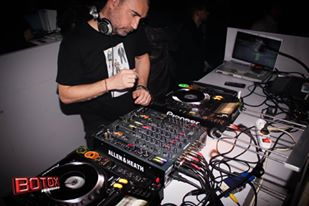 L'ASSESSORE FRANCESCO BELAIS IN VESTE DI DJ ALLA CONSOLLE