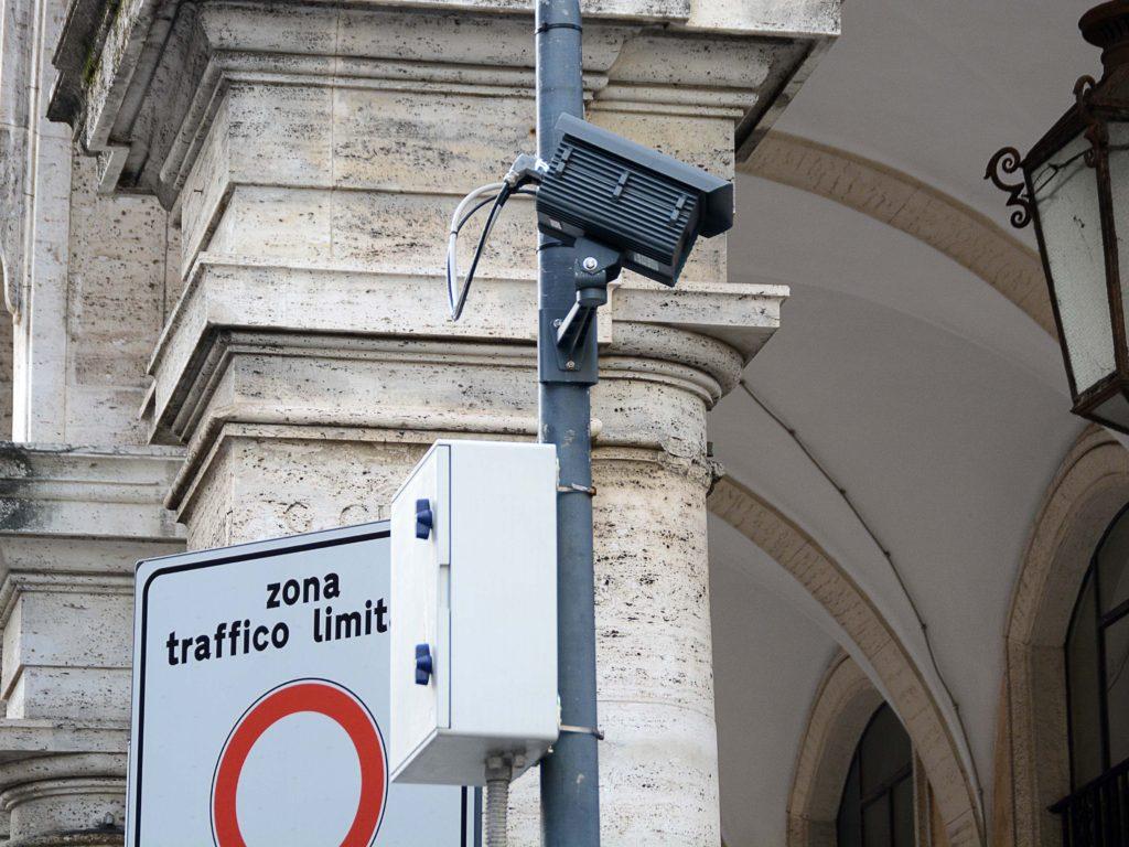 telecamere ztl via san francesco duomo foto Simone Lanari