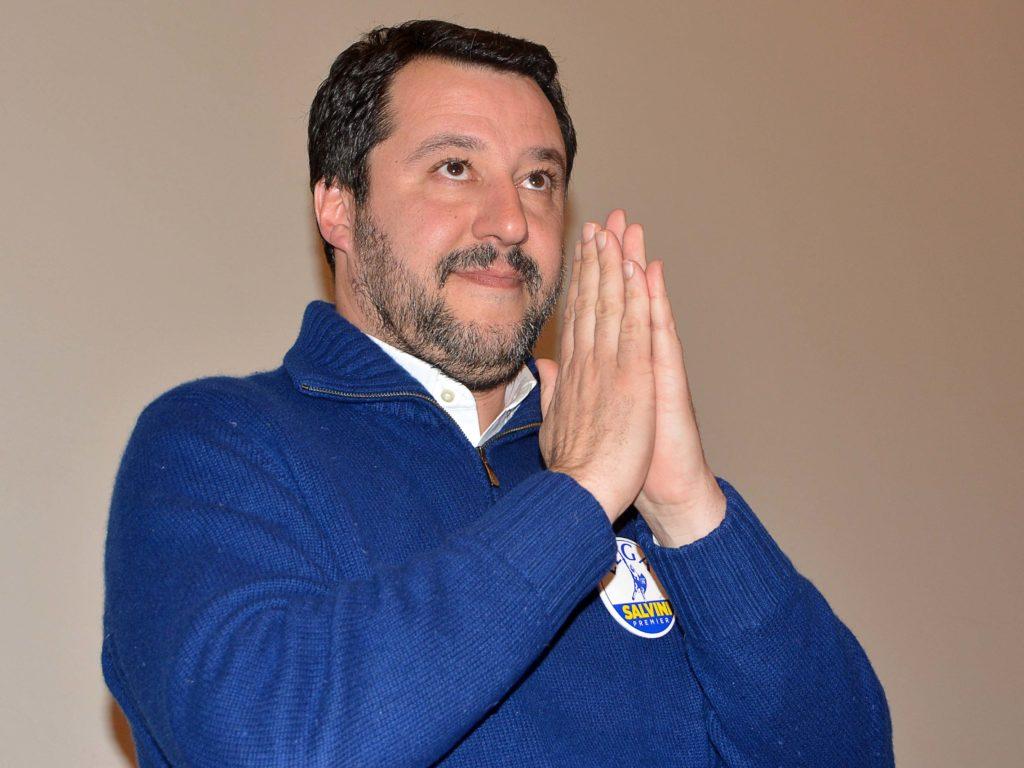 Salvini saluta e ringrazia il pubblico presente in sala (foto Simone Lanari)