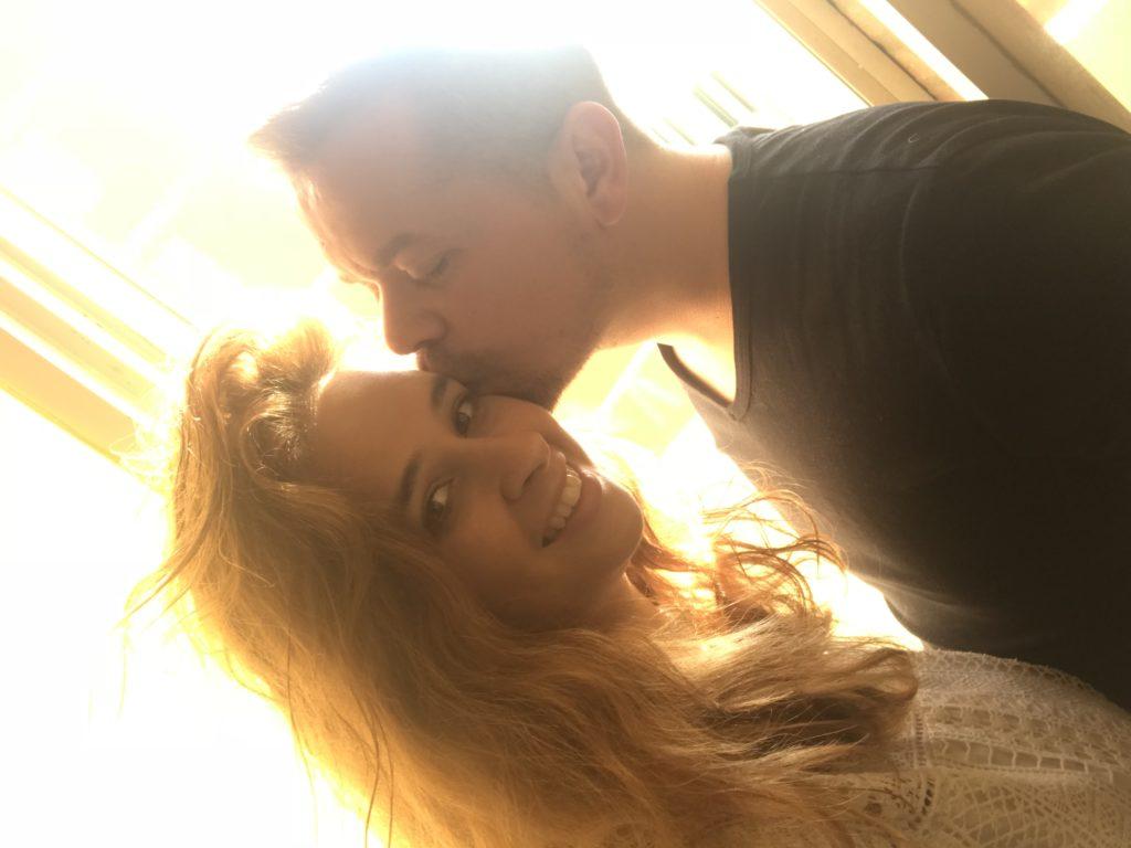 Ciao amore mio, non te lo aspettavi vero ? Questo San Valentino in particolare volevo stupirti, quasi 10 anni insieme ,ed a settembre il grande passo ci sposiamo tantissimi auguri 🎉