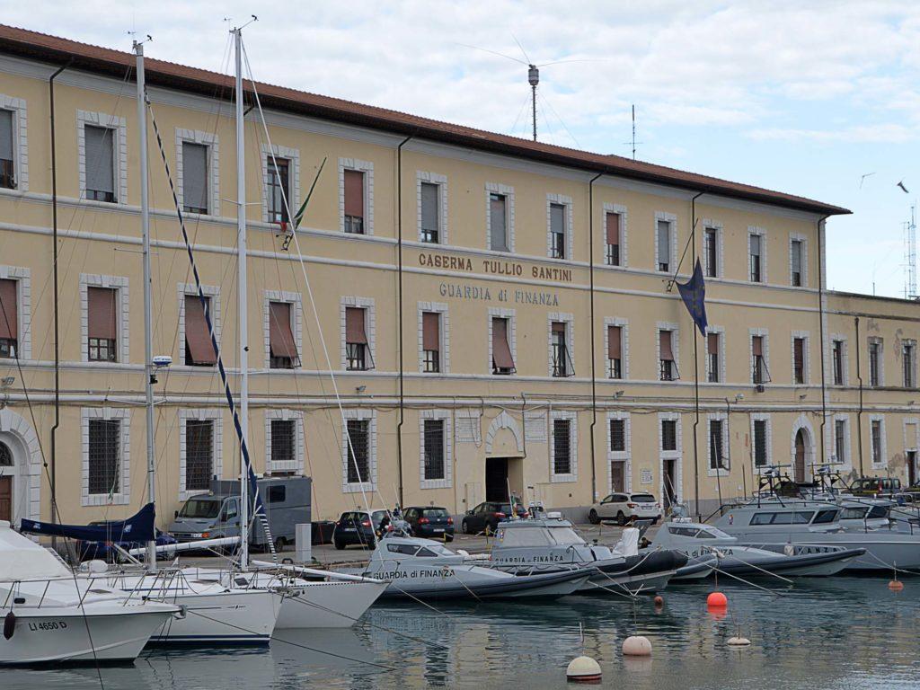 darsena vecchia barche caserma finanza pescerecci fortezza vecchia foto Simone Lanari
