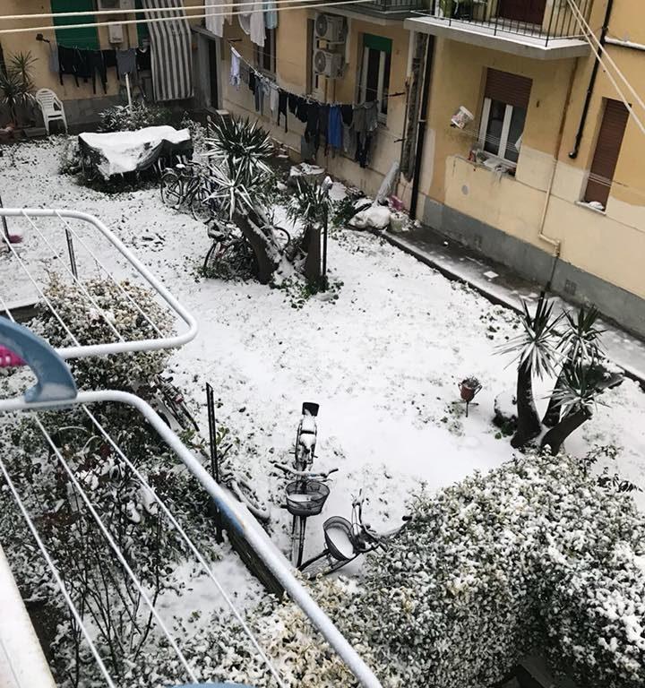 Neve in un cortile di un nostro lettore