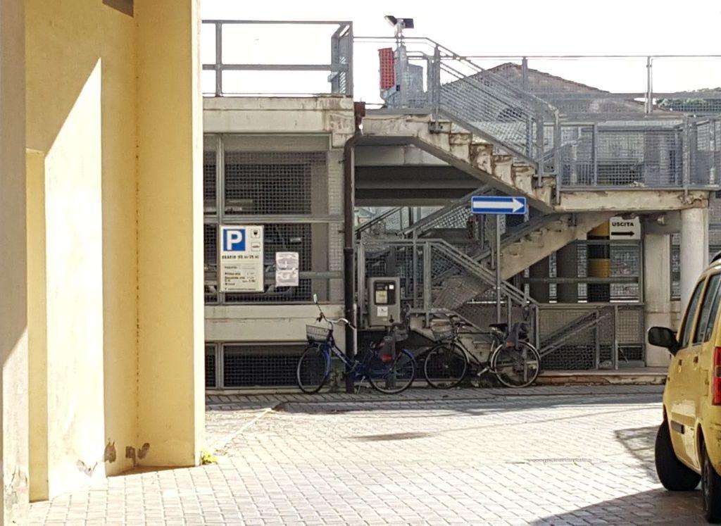 parcheggio via del corona foto Simone Lanari