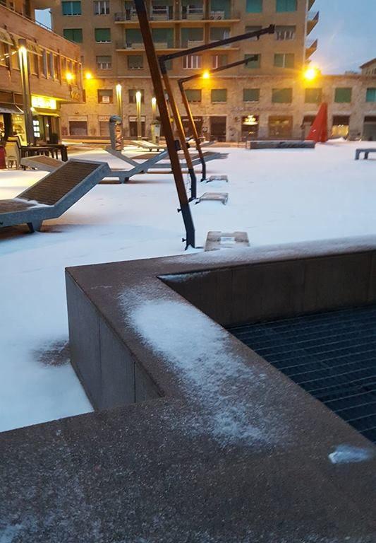 Neve in piazza Attias