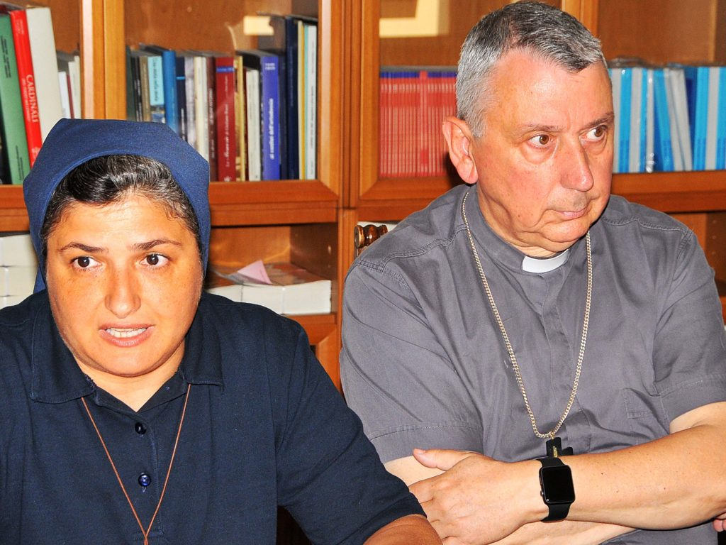 Caritas suor Raffaella e il Vescovo Giusti foto Simone Lanari