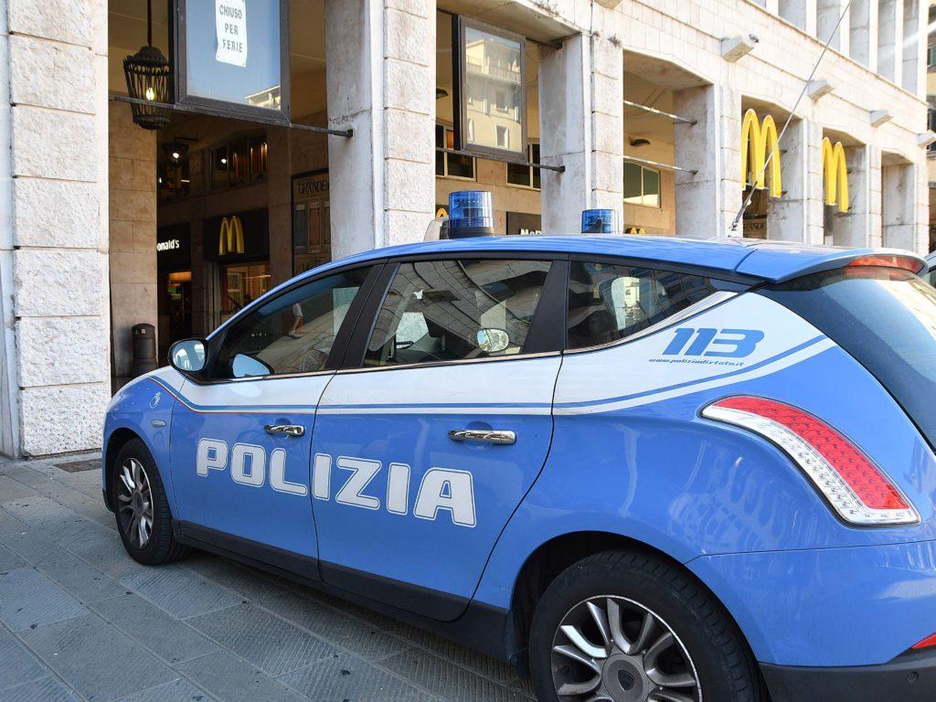 polizia 113 controlli piazza Grande Foto Simone Lanari