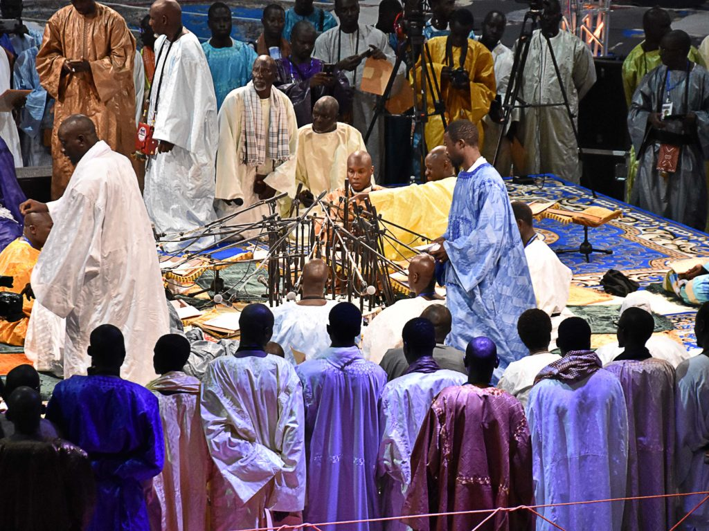 Senegalesi in preghiera foto Simone Lanari