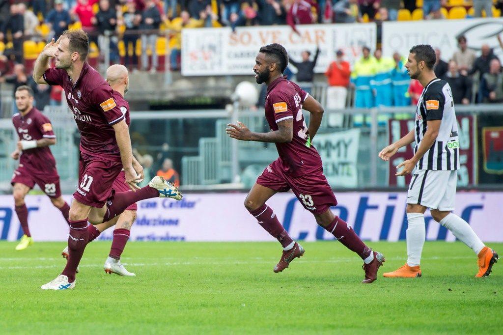 Raicevic esulta dopo il gol dell'uno a zero che, di fatto, decide la partita all'Armando Picchi contro l'Ascoli
