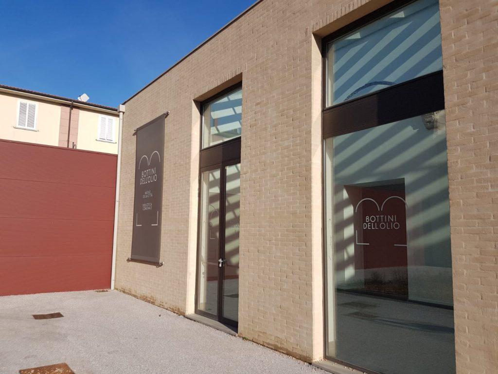 L'INGRESSO DEL MUSEO DI CITTA' AI BOTTINI DELL'OLIO