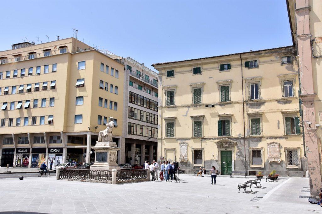 Fontana con giochi d'acqua nella nuova piazza Guerrazzi ...