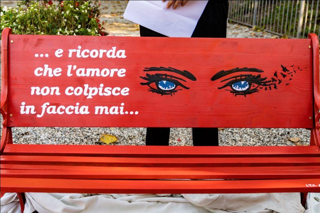 15++ Panchina Rossa Violenza Donne